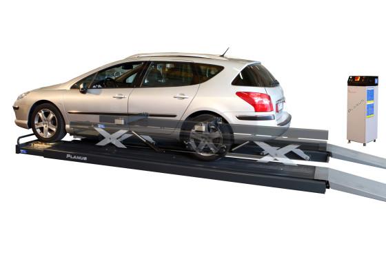 CBX demonstreert Teco Planus platte schaarhefbrug op Auto Professioneel