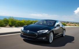 Tesla Model S rijdt 681 km elektrisch