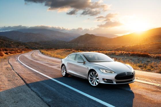 Video: Tesla-batterijwissel gaat sneller dan tanken!