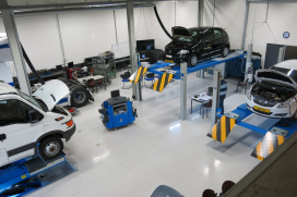 Blik in de Automotive Campus-werkplaats