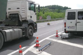 Oostenrijkers meten emissie langsrijdende truck