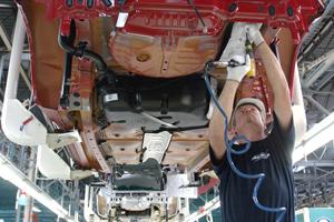 NedCar: tot 15.000 auto's minder van de band
