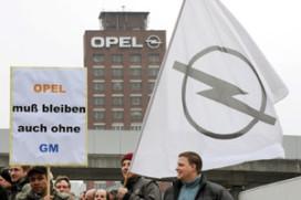 Duizenden werknemers betogen voor redding Opel