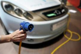 Minister: krachten bundelen voor elektrische auto