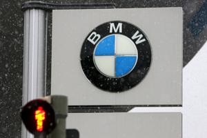 BMW duikt in rode cijfers