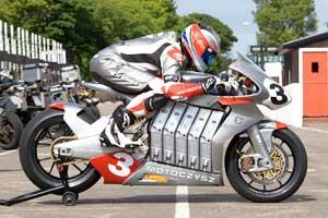 Komt de MotoCzysz elektrobike 60 km ver met 160 km/uur?