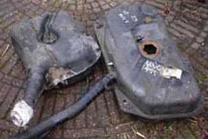 Schoonmaken vervuilde benzinetank (2007-10)