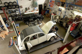 Customs & Classics specialist in de 2CV (2008-9)