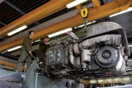 Trucktechnicus van het Jaar sleutelt aan militair materieel (2009-6)