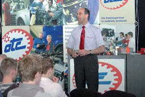 Toptrainer bereidt werkplaats voor op Prius III (2009-5)