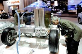 Toyota zet vol in op hybrides