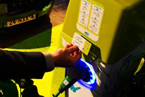 E-laad stopt met gratis stroomtankpas