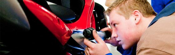 Skills-wedstrijden voor autotechnici in opleiding