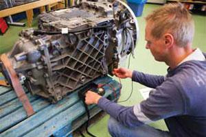 Volvo-truckwerkplaats bereidt zich voor op hybride aandrijving (2012-1)