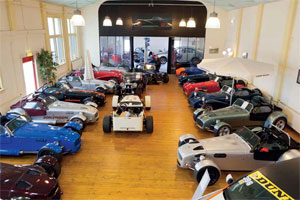 Auto Albers: Mitsubishi lokaal en Donkervoort internationaal (2012-5)