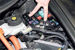 Veilig helpen bij hybride en elektrische auto's (2013-3)