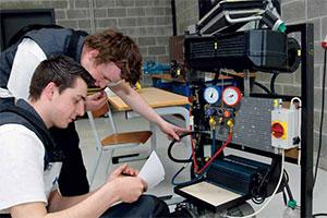 Federauto zoekt de beste student autotechniek in Vlaanderen (2013-5)