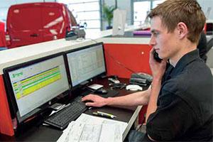 Citroën-dealer Dijkstra deelt ATC-lidmaatschappen uit (2013-5)