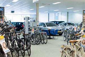 Mazda-dealer Dijkgraaf zet fietsen in de showroom (2013-6)