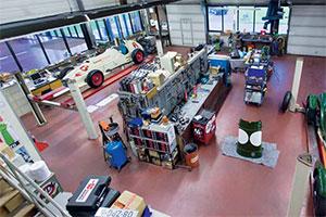 Uniek auto-onderhoud voor het Louwman Museum (2013-7/8)