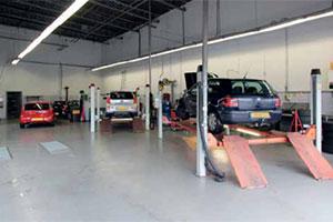 Steeds minder autobedrijven zonder ondersteuning (2013-11)