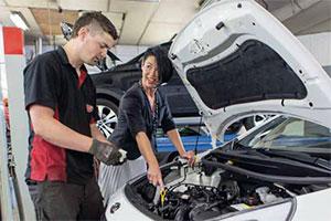 Vrouw en Auto.nl bedient de vrouwelijke klant (2014-6)