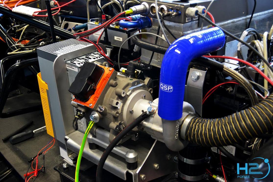 De nieuwe luchtpomp bestaat uit drie onderdelen: de motorcontroller, elektromotor en compressor. De motorcontroller zorgt voor de aansturing van de elektromotor. De elektromotor zorgt op zijn beurt voor het roteren van de impellor die in de compressor zit. Hierdoor wordt de lucht gepompt.