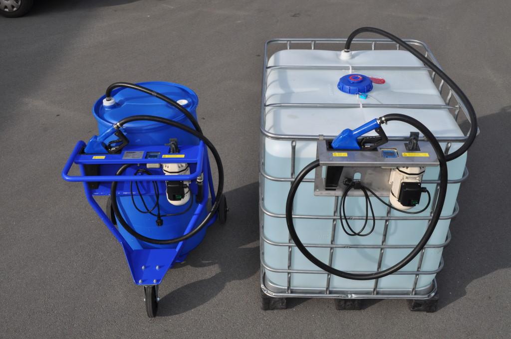 Het LICOS vulsysteem is leverbaar in twee varianten: een verrijdbare trolley waarop een 208 liter vat geplaatst kan worden en een ophangsteun voor 1000 liter containers (IBC's).