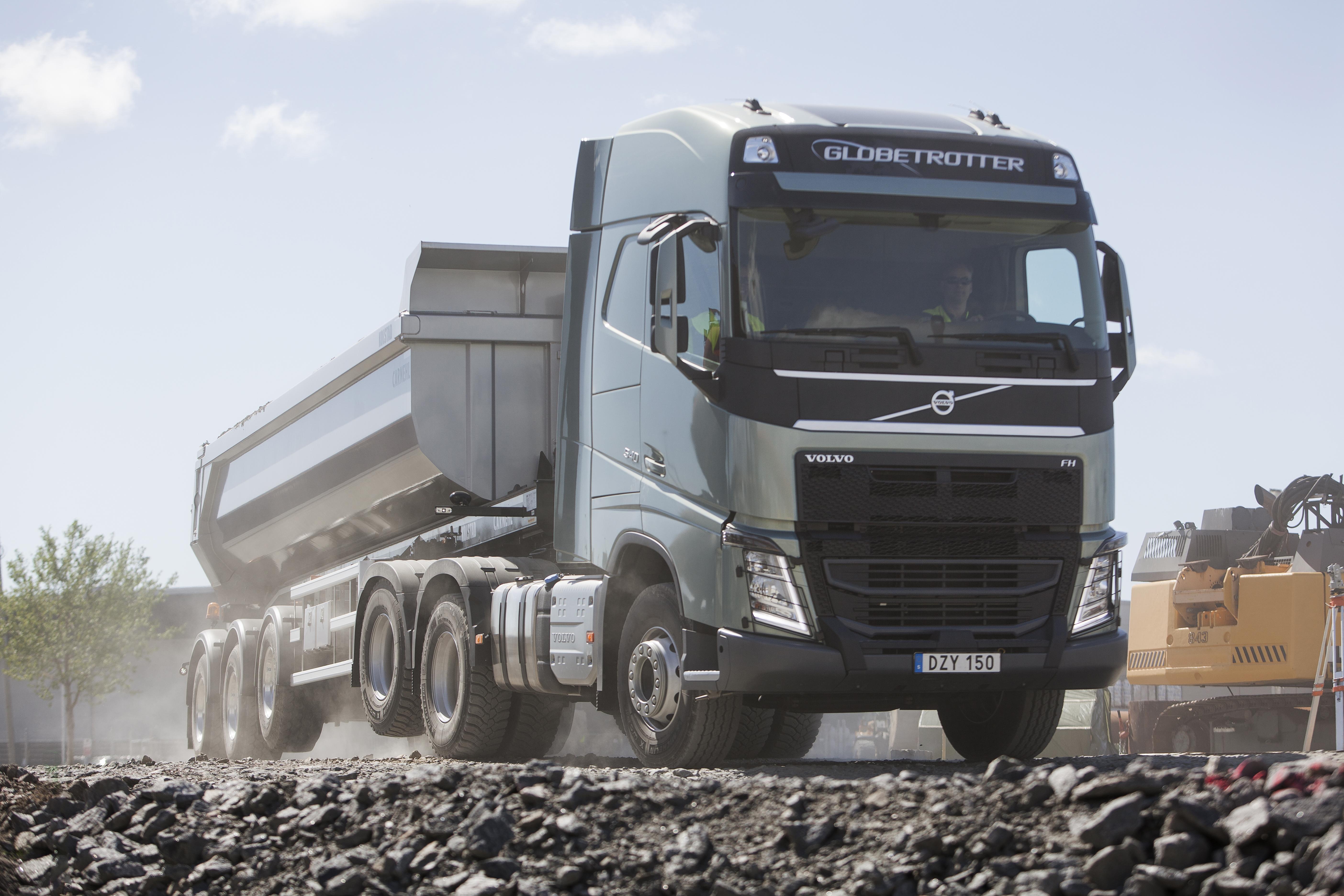 De liftbare tandemas rijdt ook comfortabeler wanneer de truck leeg is. Het geluidsniveau in de cabine is lager en de trillingen van het stuur zijn minder wanneer de banden van slechts één aangedreven as contact met het wegdek maken.