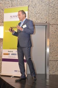 Aumacon-directeur Clem Dickmann presenteert de Werkplaatsformule Top 40.