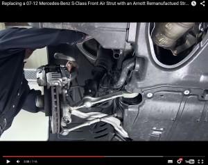 Wil je niet missen, maar past niet in het AMT-vakblad: Video vervanging luchtvering van een S-Klasse.