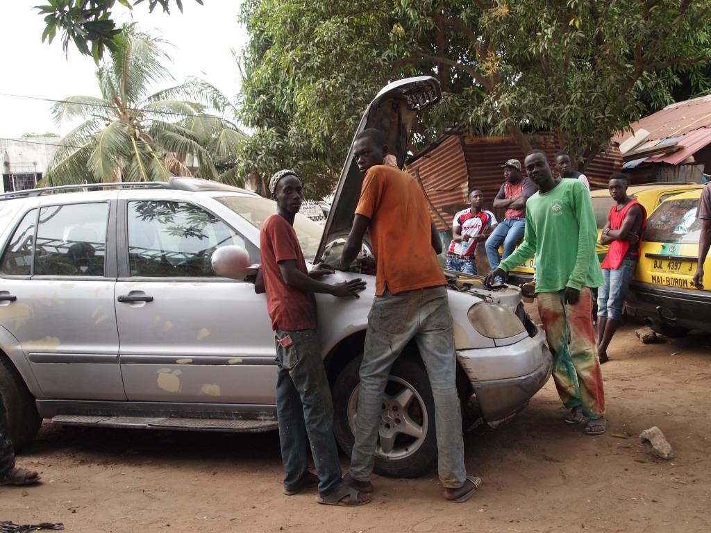 Tja, in Gambia gaat het allemaal net een beetje anders dan bij ons.
