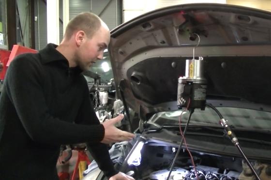 Video: Sergoyne lost Renault-motorstoring op