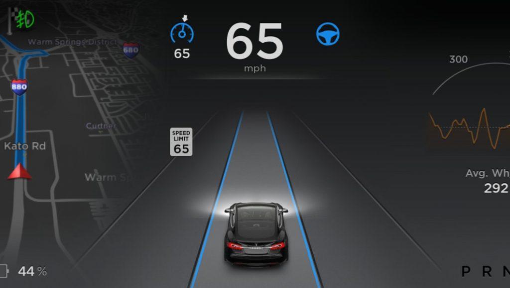 Pas vorig jaar verscheen de Autopilot in Tesla's software versie 7.0, een jaar nadat alle benodigde hardware in de auto's kwam, waaronder een radarsysteem.