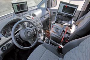 Zorg voor een instructie-instrument dat de rijder voorschrijft hoe hard hij moet rijden en wanneer hij moet schakelen.