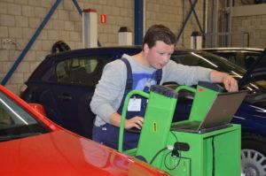 Diagnosestellen in de praktijk: beeld van de halve finale Autotechnicus van de Toekomst 2015.
