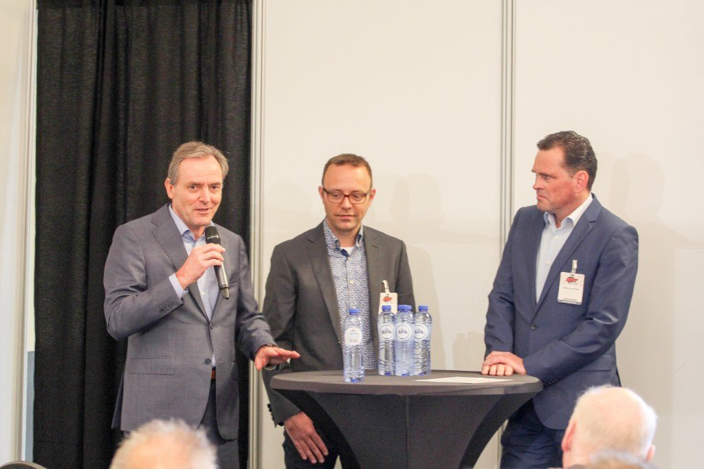 Experts aan het woord tijdens de paneldiscussie in het AMT-kennistheater. Clem Dickmann, Marco van Beek en Peter Quaak gaan in op de huidige ontwikkelingen in de autobranche.