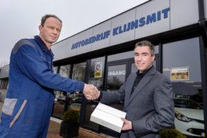 Een iPad Pro voor winnaar Erik Klijnsmit. (Foto: Roel Dijkstra)