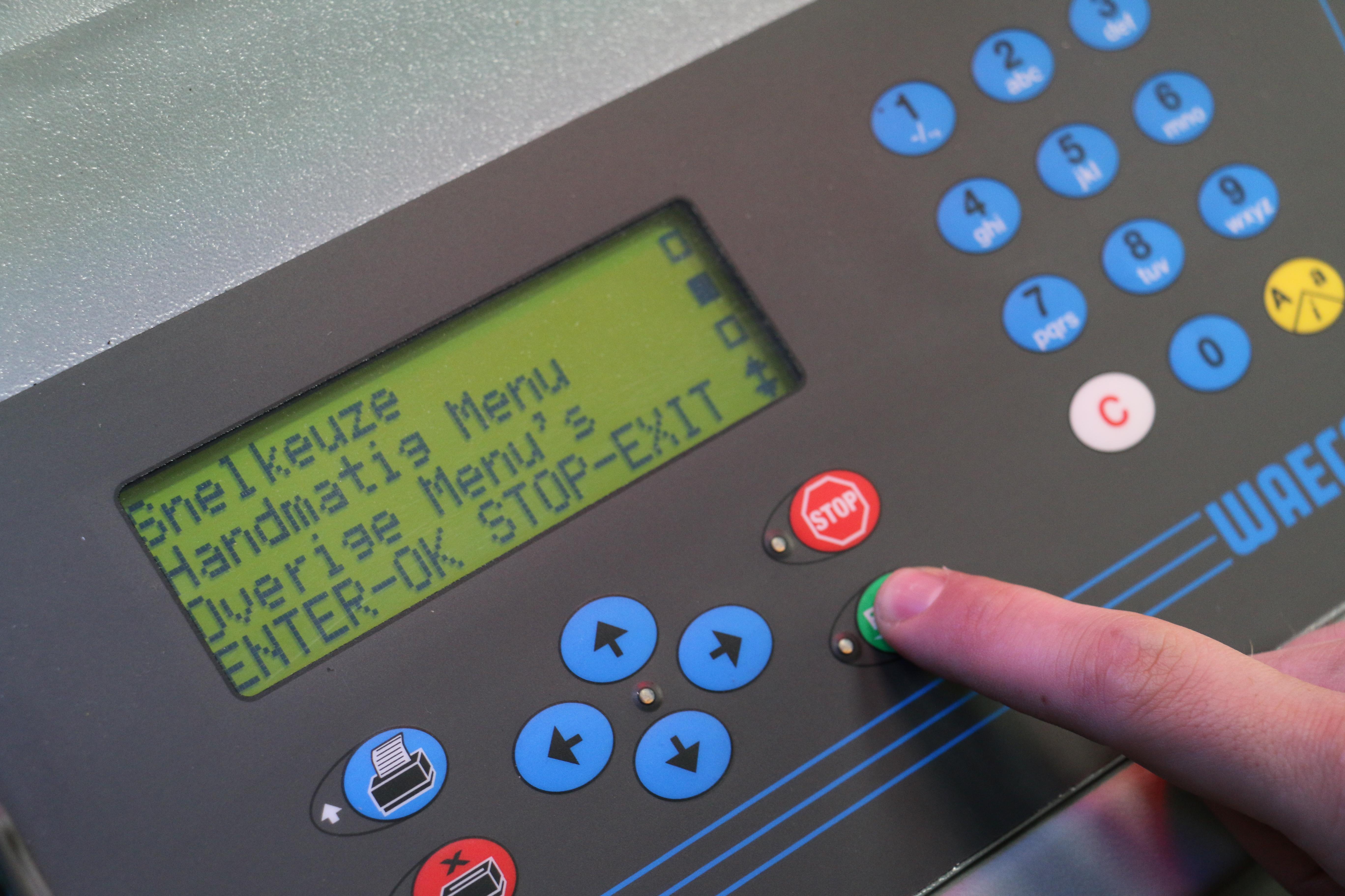 Handmatige instelling aircoserviceapparaat