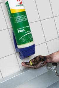 Van werken met wielen krijg je vaak zwarte handen. Dreumex beschermt, reinigt en verzorgt je handen.