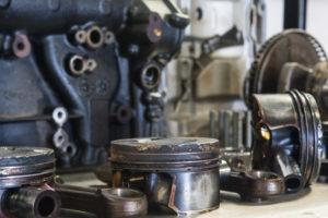 Aan revisie toe: totaal vervuilde Audi TFSI-motor. Het probleem zit hem in de olieschraapveren.