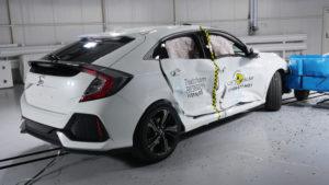 Euro NCAP geeft geen vijf sterren voor de Honda Civic. Onder meer omdat bij de zijdelingse botsproef de airbags te weinig druk opbouwen, dummies slaan er met hun koppie doorheen. Meer testauto's hadden te zuinig opblazende airbags.