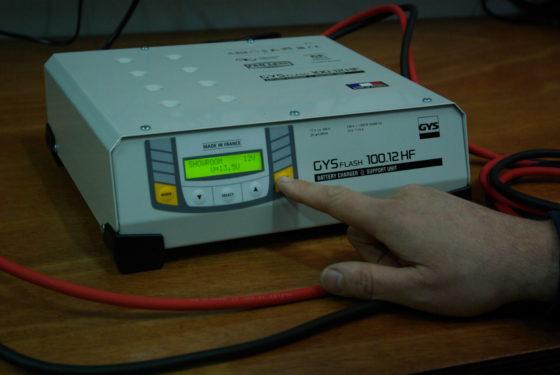 Unboxing: Acculader GYSFLASH 100-12 HF getest