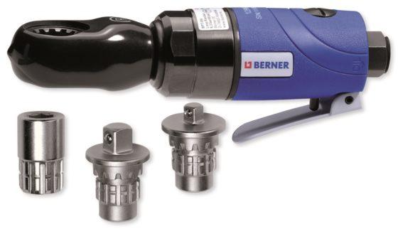 """Berner: Pneumatische ratel BPT-RS - € 125. Handig, snel en zonder krachtsinspanning werken in beperkte ruimtes. Adapters voor ¼ en 3/8"""" doppen en 10 mm bits, 41 Nm draaimoment. Advies van Berner: motor elke dag smeren met olie voor luchtgereedschap. Artikel 122301."""