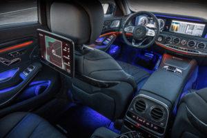 Met de primeur van Energizing Comfort geeft Mercedes integratie van alle mogelijke interieursystemen mee, die in voorgeprogrammeerde of zelf ingestelde 'sessies' van tien minuten een bepaalde sfeer oproepen. Software kiest uit beschikbare muziek de meest passende, onder andere op basis van beats per minuut.