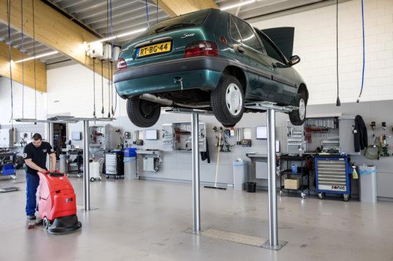 Stempelbruggen geven de meeste ruimte om aan en om de auto te werken.