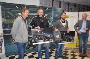 Bedrijfsautotechneuten Tom Verdeuzeldonk (l) en Martijn Veen (r) hebben hun technisch talent laten zien. Zij gaan overtuigend door naar de finale.
