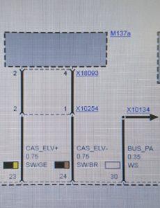 Bjorn kan met het originele elektrische schema van BMW snel de stekkerverbinding (X10254) op de ELV (M137a) vinden.