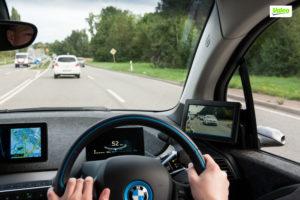 Geen spiegels maar camera's buitenop de auto, en beeldschermpjes binnenin. Ook bij trucks-van-de-toekomst vaak voorgesteld, voor betere stroomlijning en eliminatie van dode hoeken.