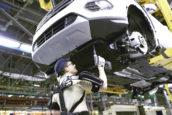 Ford-fabriek gebruikt als eerste 'Iron Man' exoskeletten